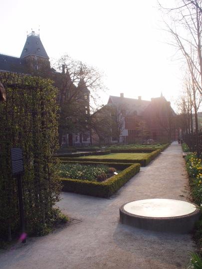 Rijksmuseumin puutarhassa